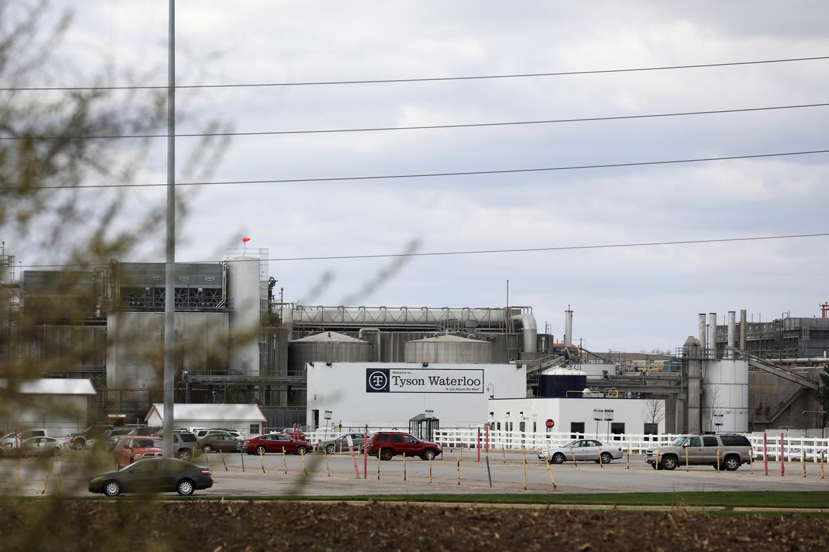 Tyson Foods to resume limited production at largest U.S. pork plant