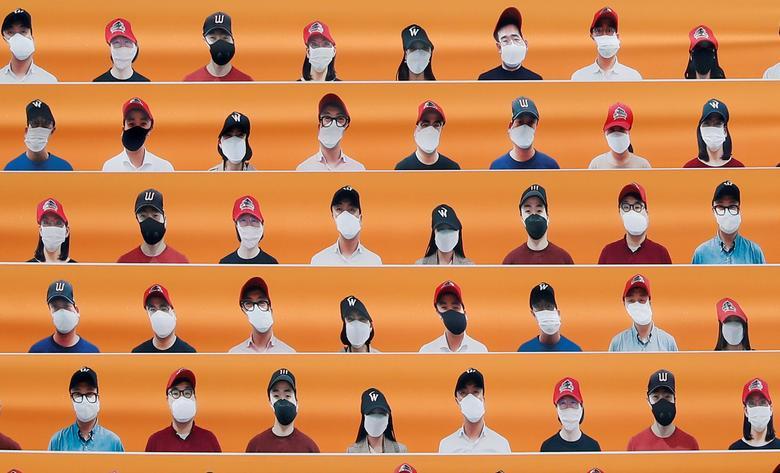 Манекени замінюють глядачів на бейсбольному матчі регулярного сезону в Інчхоні, Південна Корея, 5 травня. REUTERS / Kim Hong-Ji