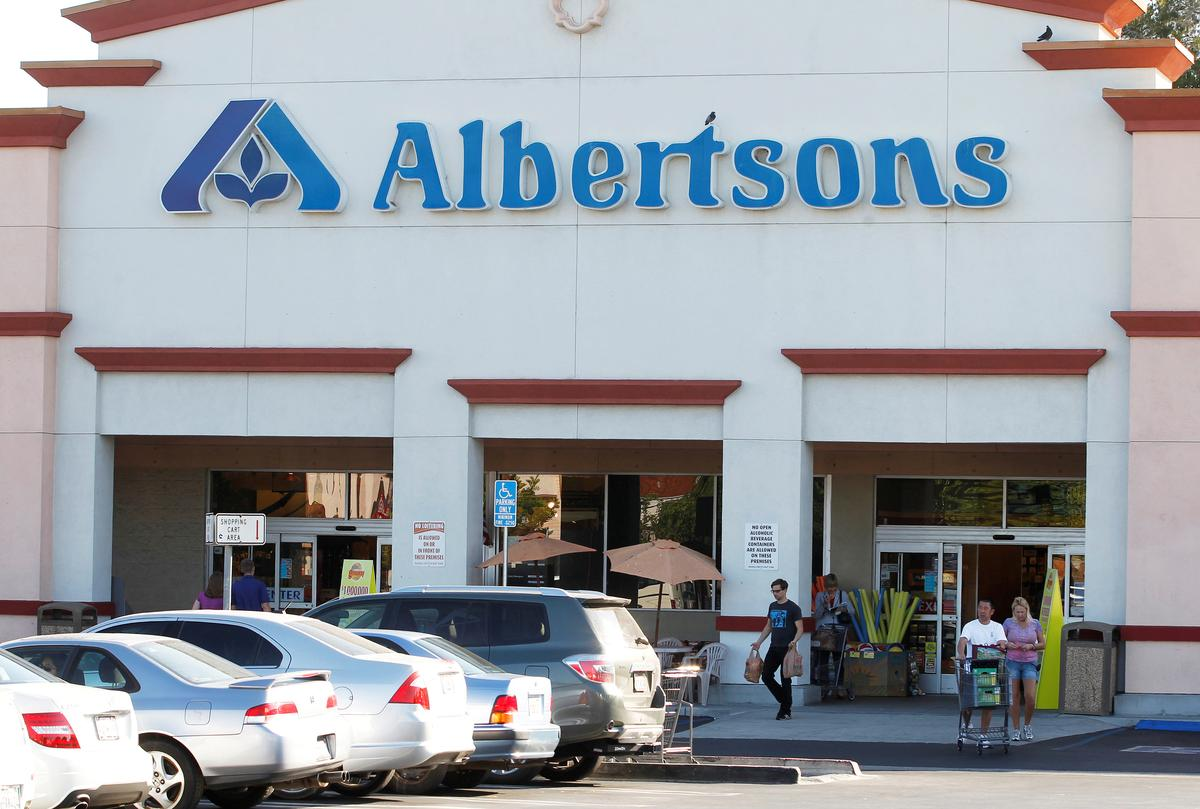 Apollo Global invests $1.75 billion in U.S. supermarket operator Albertsons
