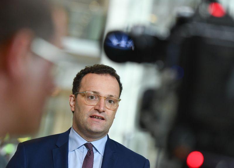 Spahn will präventive Reihen-Tests - Reserve an Schutzkleidung geplant