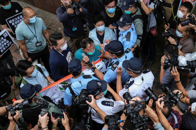 Attivisti Hong Kong organizzano marcia contro nuove leggi sicurezza