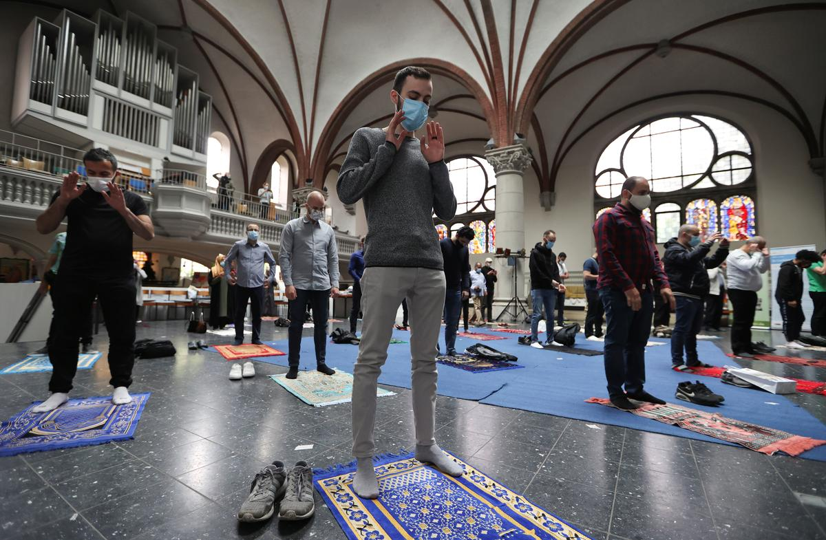 Muslims pray in Berlin church to comply with social distancing rules