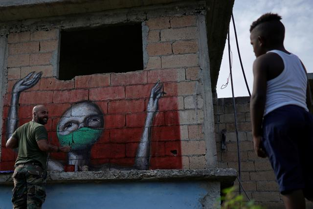 Corona Town Cuban Graffiti Depicts Anguish Urges Courage Reuters