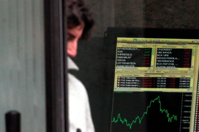Borsa Milano debole in attesa Ue, giù Nexi, bene banche, balzano Rcs e Cairo