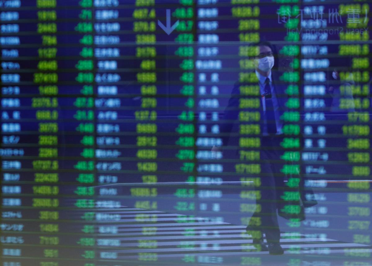Stocks slip as markets await Trump's Hong Kong response image