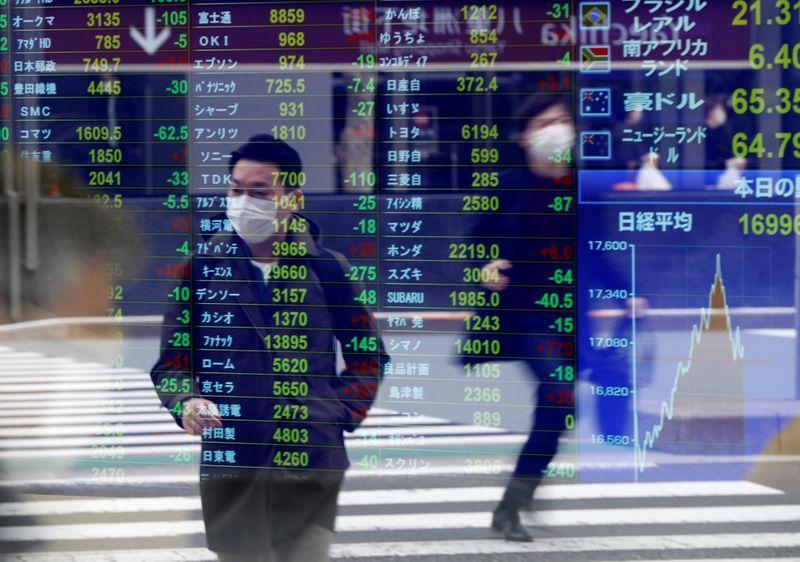 Borsa Tokyo in lieve calo su tensioni Usa-Cina ma archivia miglior mese da 2015