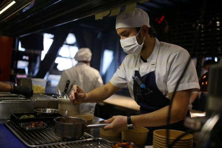 For Colombia's quarantined poor, lunch is served – by trendy restaurants