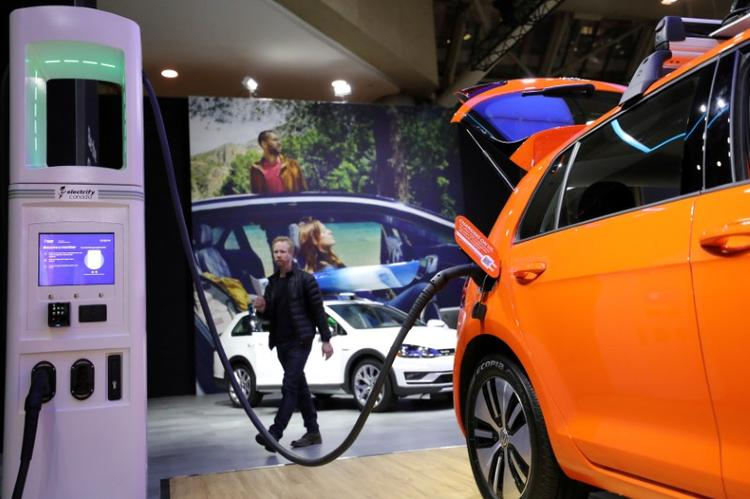 German auto stimulus to boost Volkswagen's electric push