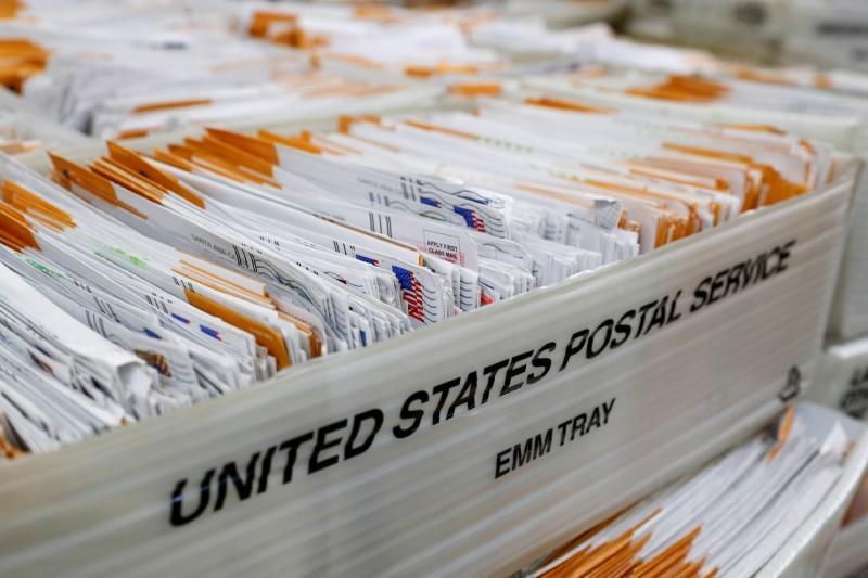 Les États-Unis voient un défi majeur dans la livraison de bulletins de vote record en novembre