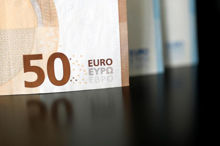 FOREX-Euro in the ascendancy on the back of ECB stimulus