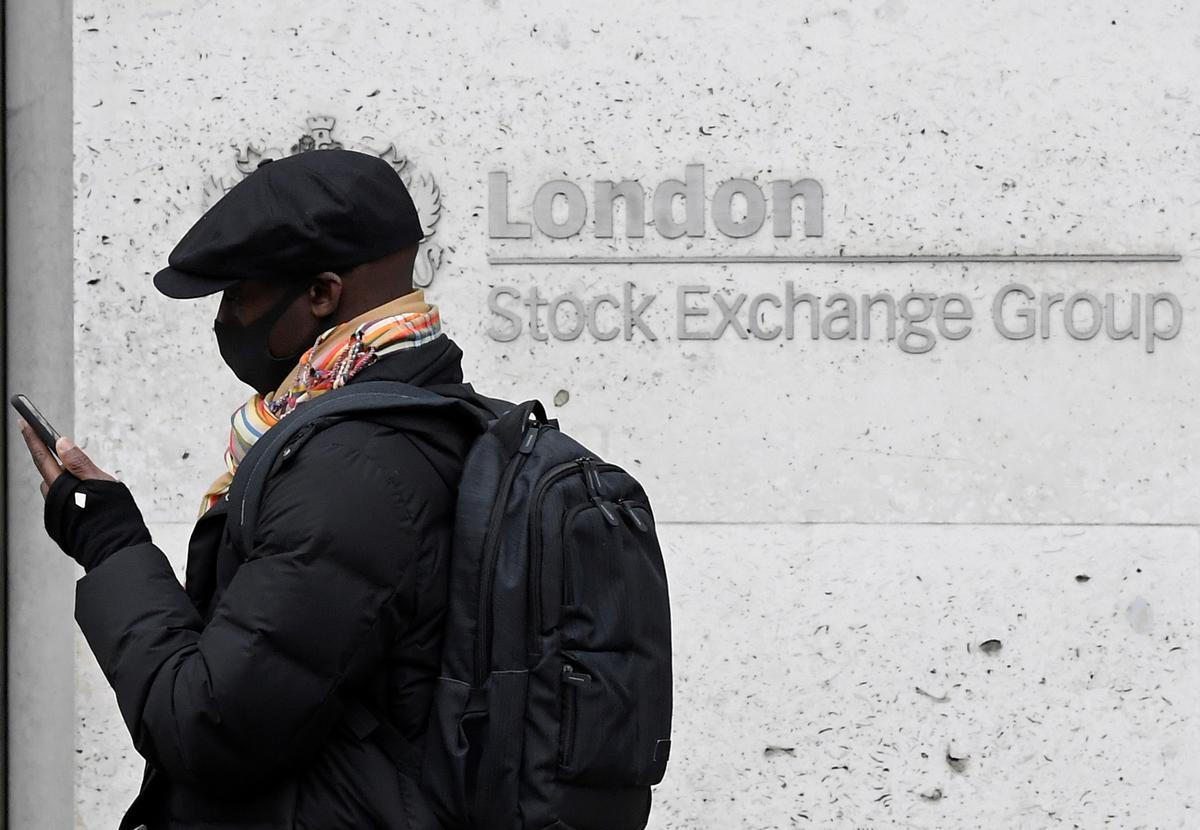 UK shares set for strong weekly gains, travel stocks soar