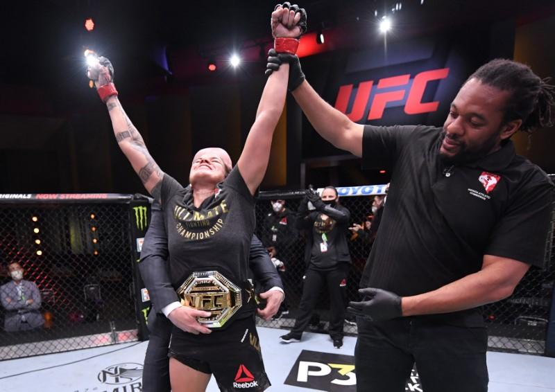 Mixed martial arts: Dominant Nunes defeats Spencer to defend featherweight crown
