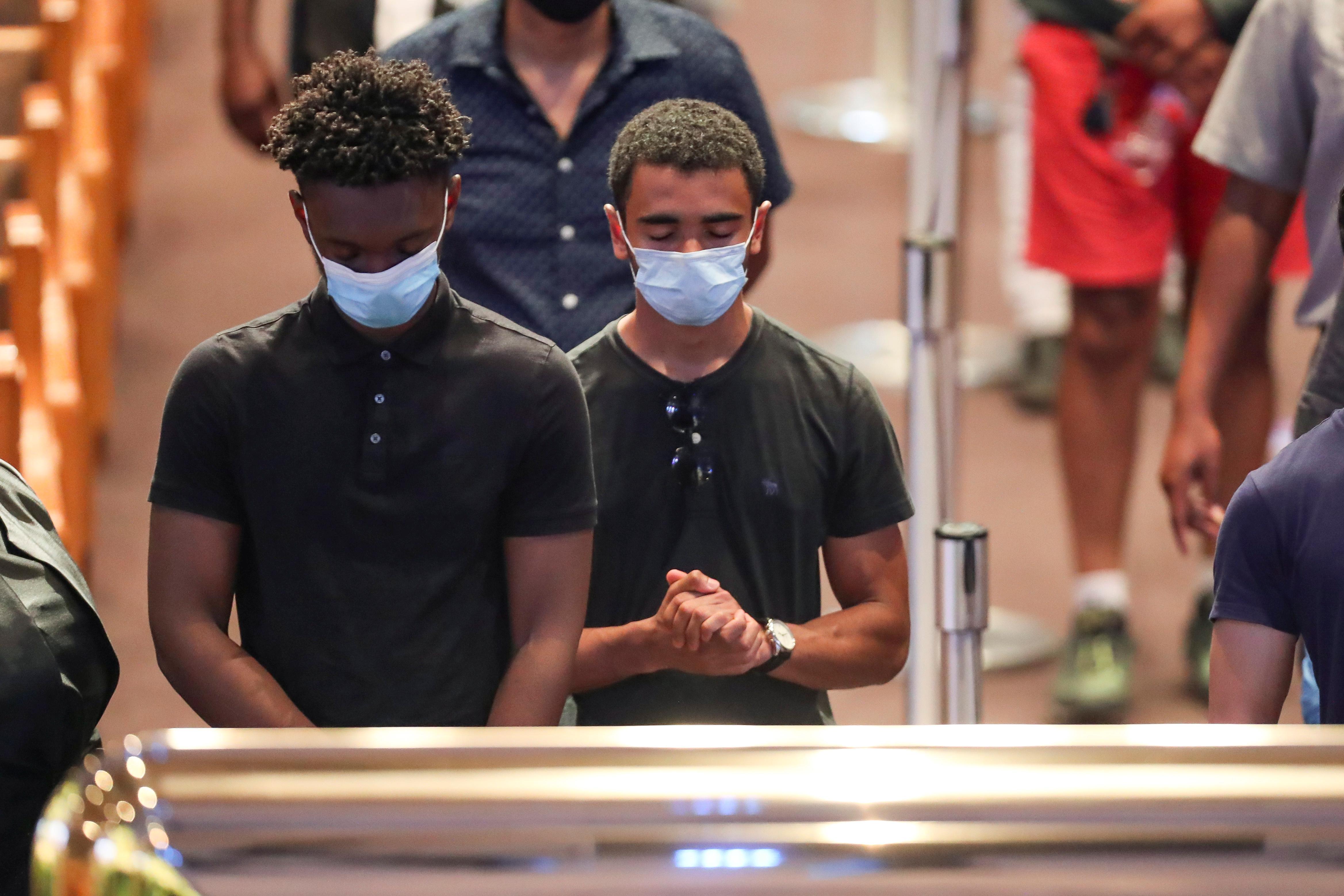 George Floyd sera enterré mardi alors que les manifestations mondiales contre le racisme se répandent