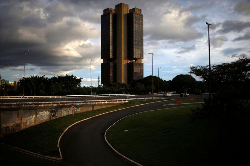 Banco Central reduz Selic a 2,25% e abre porta para eventual corte à frente