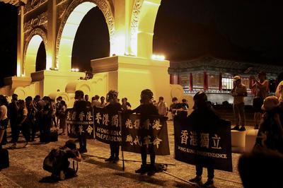 台湾、香港市民に対する入境制限を緩和 「人道上の理由」で