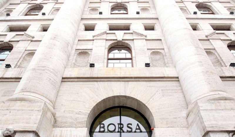 Borsa Milano in lieve rialzo in avvio, sale Mps, in lieve calo Banco BPM