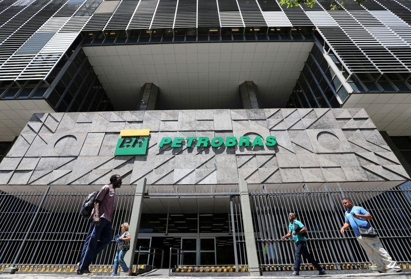 Petrobras considers LNG units for pre-salt's natural gas: executive