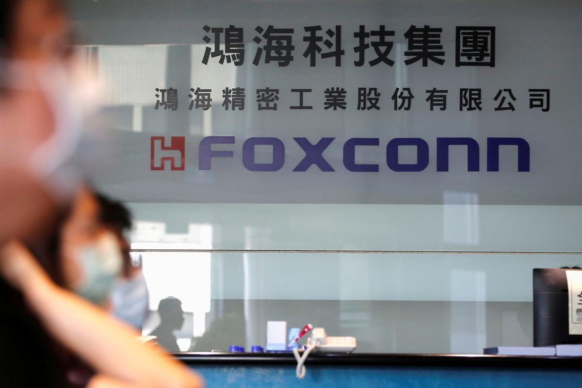 Apple supplier Foxconn to invest $1B in India, sources say