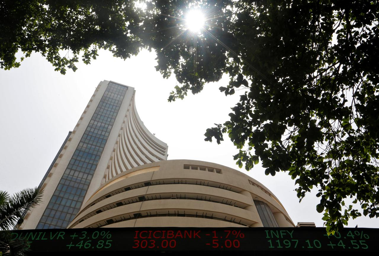 Equity indices rise as IT stocks surge, Infosys up 10% (Lead)