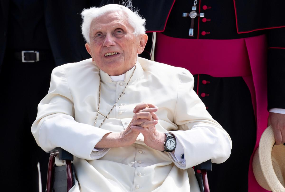 Former Pope Benedict is seriously ill: newspaper