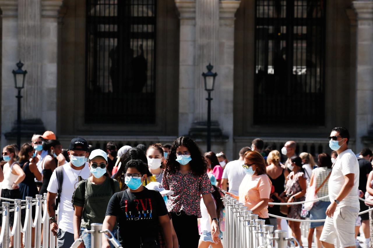 Paris Imposes Face Mask Order for Outdoor Markets, Strollers
