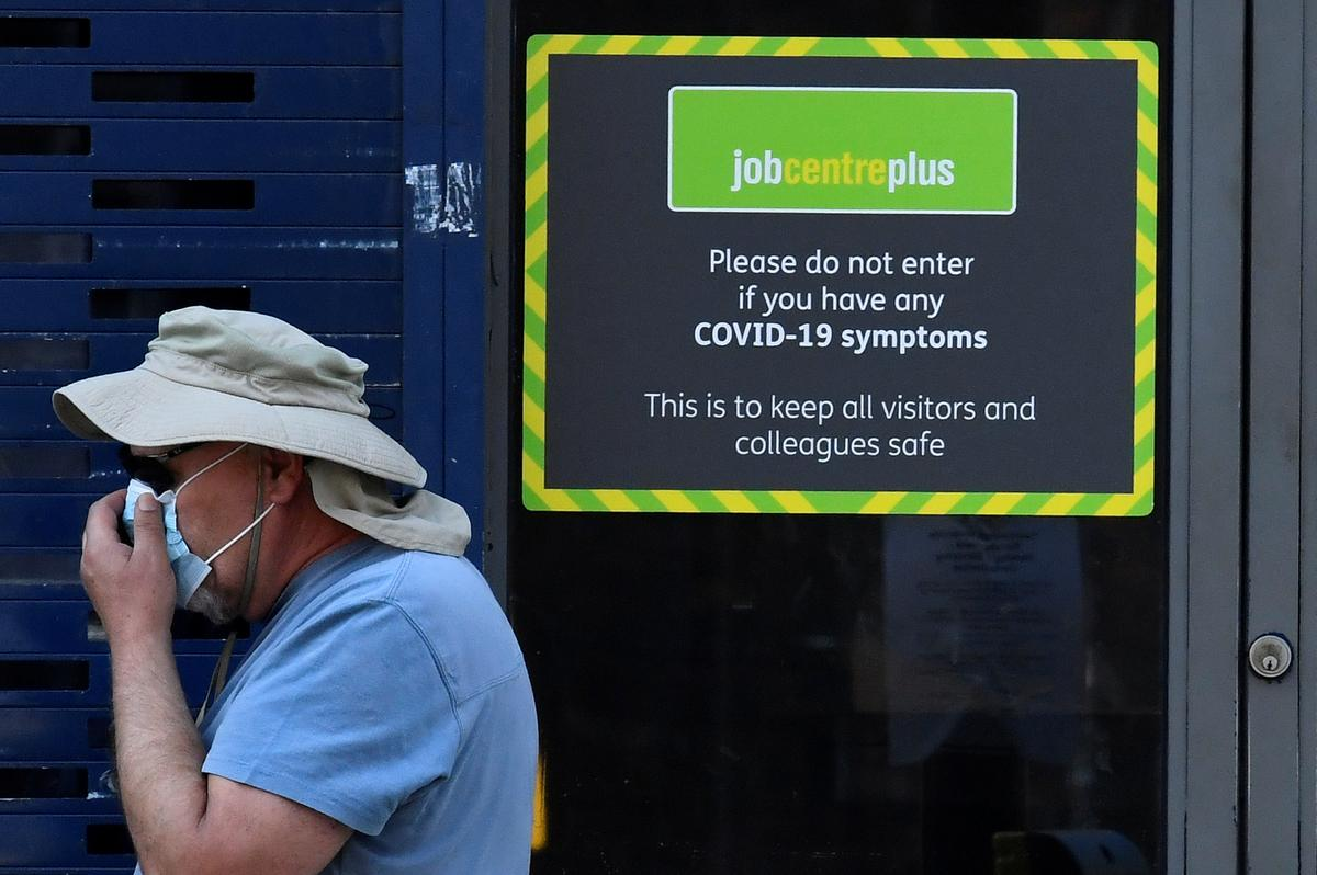 Photo of Britons worry increasingly about job security, survey shows