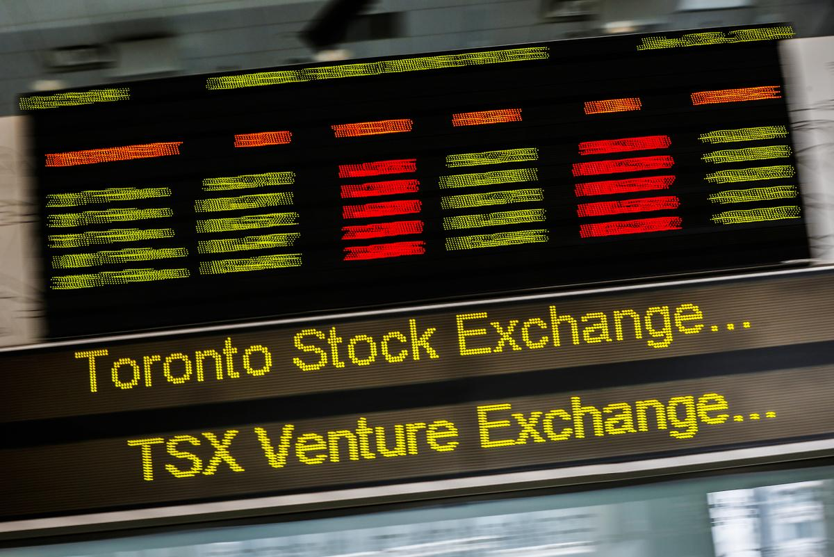 Image of article 'Energy stocks push TSX lower as weak oil prices weigh'