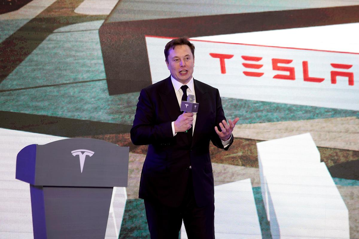 Tesla's Musk hints of battery capacity jump ahead of industry event thumbnail
