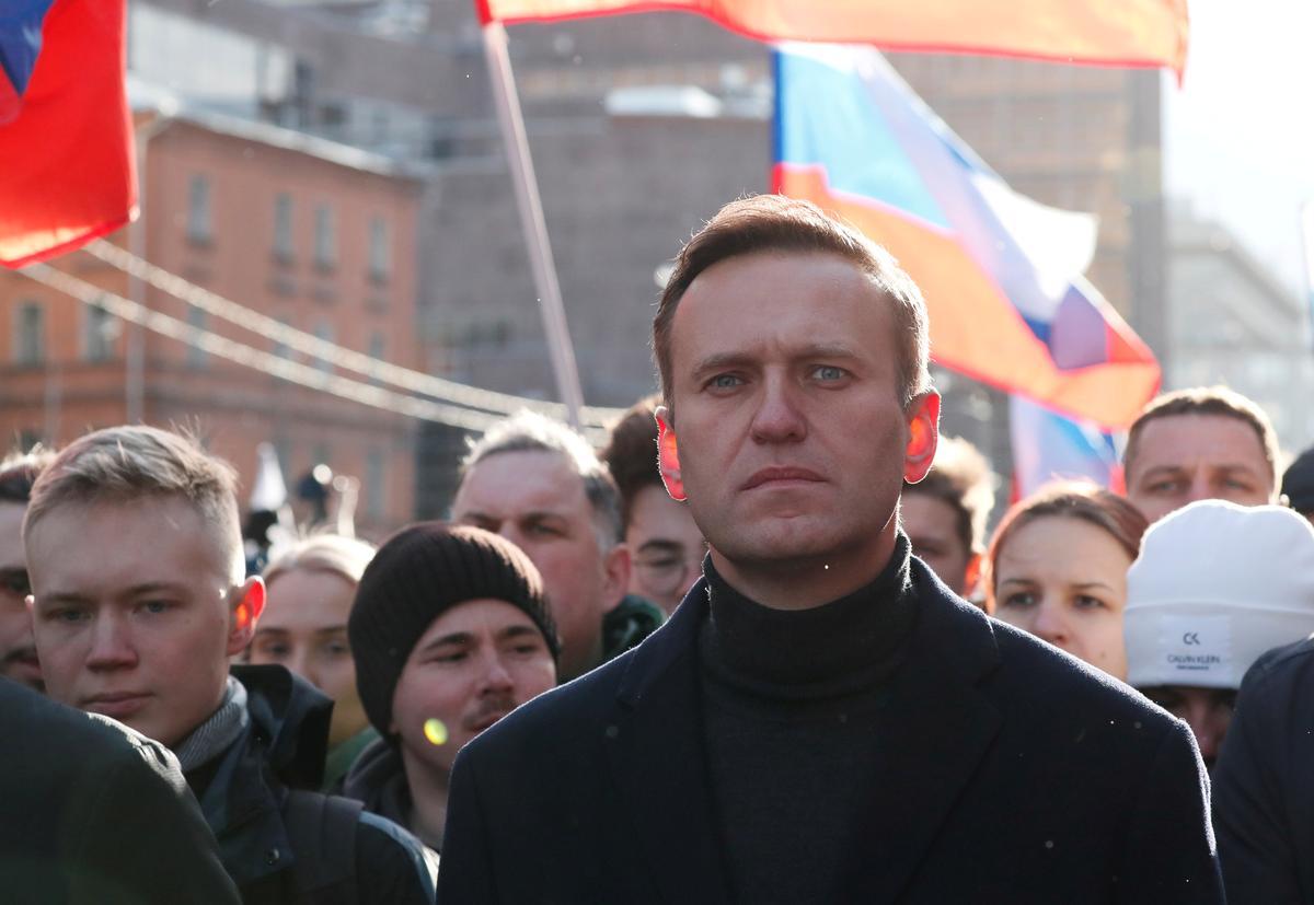 Kremlin Defies Calls to Investigate Navalny Illness