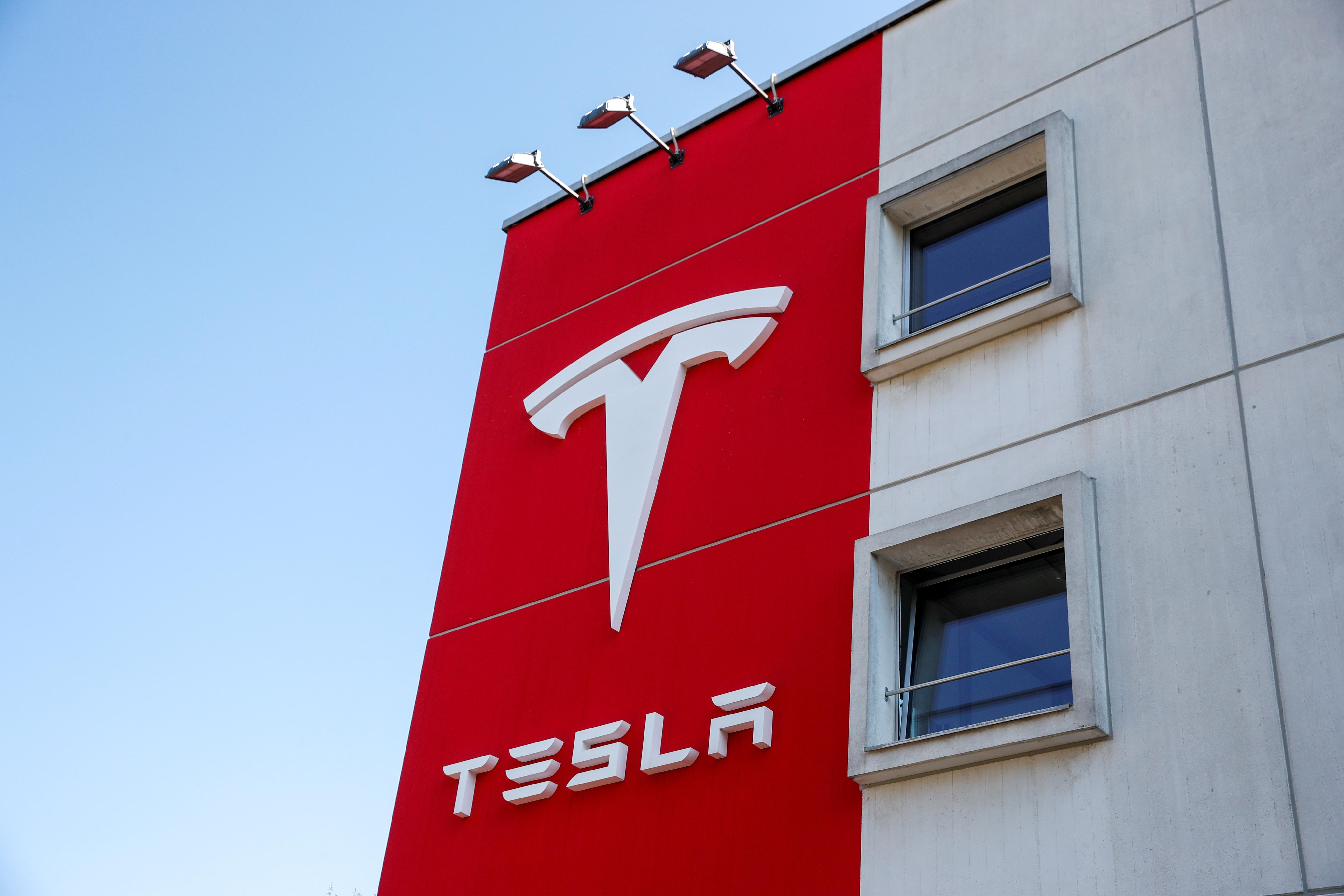 Tesla tests the circuits for German energy market push