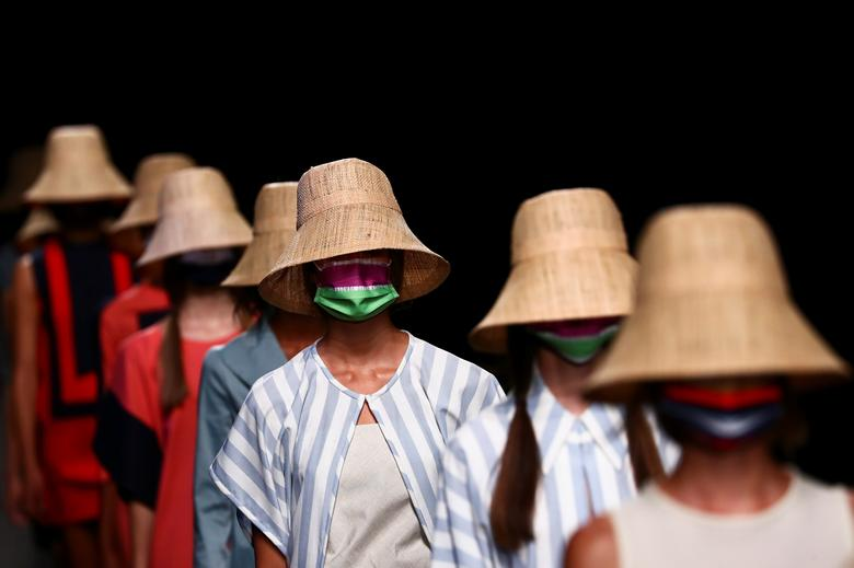 Fashion house Devota & Lomba during the Mercedes Benz Fashion Week in Madrid. REUTERS/Sergio Perez