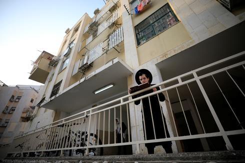 Israel returns to lockdown as cases mount