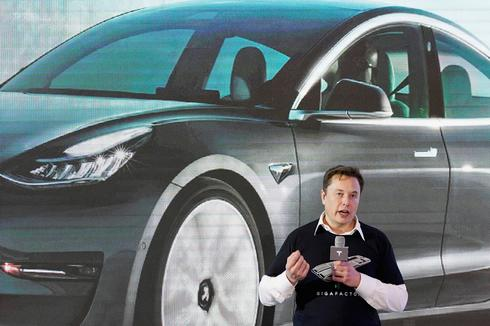Tesla's value drops $50 billion as Musk's promised cheaper battery three years away