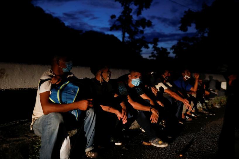 Mexico sees U.S. election behind migrant caravan, seeks to avoid Trump spat  | Reuters