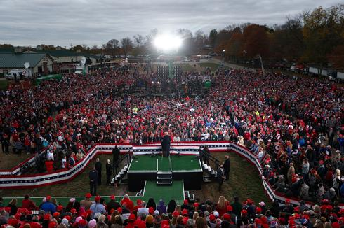 Inside Trump's packed mega-rallies