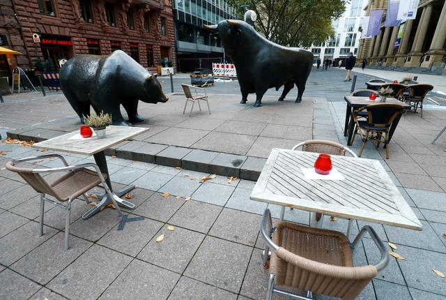 Empty tables are pictured in front of the bull and bear statues outside Frankfurt's stock exchange as the coronavirus disease (COVID-19) outbreak continues in Frankfurt, Germany October 29, 2020. REUTERS/Ralph Orlowski