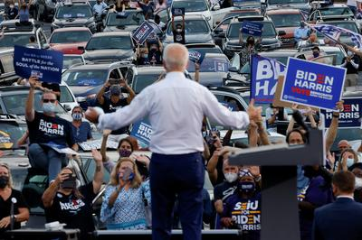 Crowds vs cars: The contrasting campaign rallies of Biden and Trump