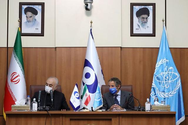 FILE PHOTO: Head of Iran's Atomic Energy Organization Ali-Akbar Salehi and International Atomic Energy Agency (IAEA) Director General Rafael Grossi, attend a press conference in Tehran, Iran August 25, 2020. WANA (West Asia News Agency) via REUTERS/File Photo