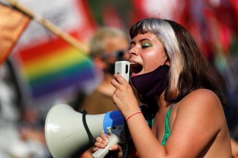 Protests as Argentina's Senate poised to vote on legalizing abortion