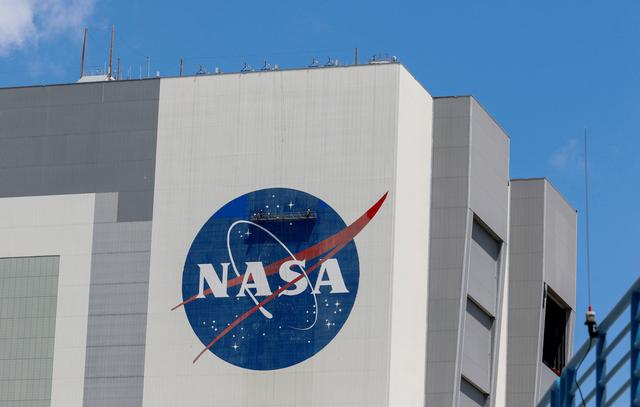 FILE PHOTO: Workers pressure wash the logo of NASA on the Vehicle Assembly Building at the Kennedy Space Center in Cape Canaveral, Florida, U.S., May 19, 2020. REUTERS/Joe Skipper/File Photo