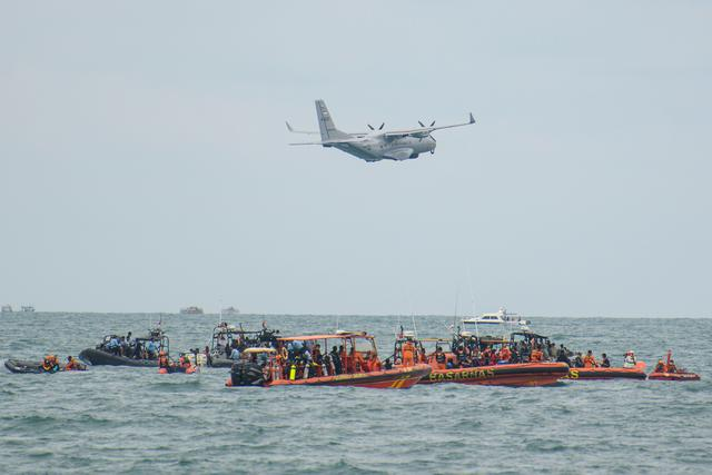 An Indonesian Military aircraft CN-235 is seen during the search and rescue operation for the Sriwijaya Air flight SJ 182, at the sea off the Jakarta coast, Indonesia, January 14, 2021 in this photo taken by Antara Foto.  Antara Foto/M Risyal Hidayat/ via REUTERS