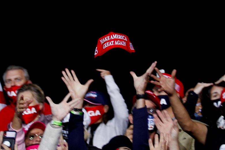Poll Finds Nearly Half of Trump Voters Would Leave GOP for Trump Party