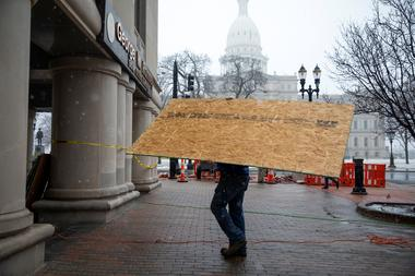 Fencing goes up at Michigan state Capitol