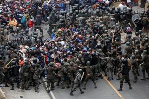 Guatemalan forces clash with major U.S.-bound migrant caravan