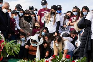 United States marks staggering 400,000 coronavirus deaths