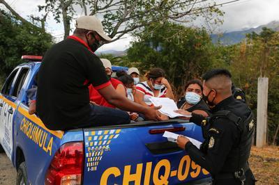Guatemala turns more migrants back, thinning U.S.-bound caravan