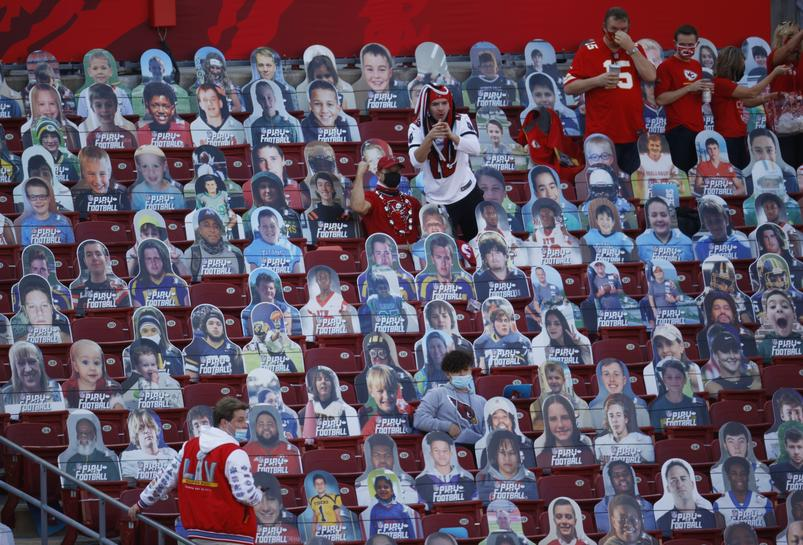 Mask-clad fans stream into Buccaneers' home stadium for Super Bowl ...
