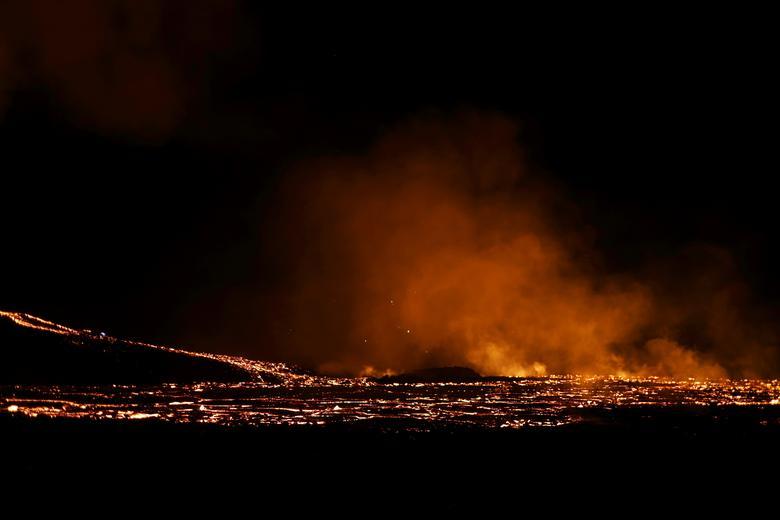 Вид на вулканический объект на полуострове Рейкьянес после недавнего извержения в Исландии, 26 марта 2021 года. REUTERS / Cat Gundry-Beck