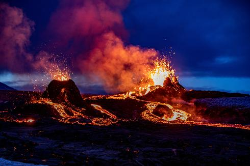 Lava spews from new fissures at Iceland volcano