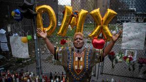Fans mourn rapper DMX in New York